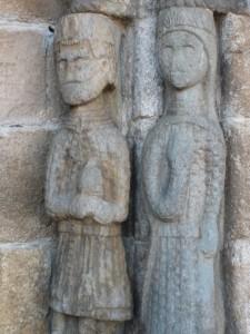 figuras en la la iglesia de ntra sra del azogue en la puebla de sanabria