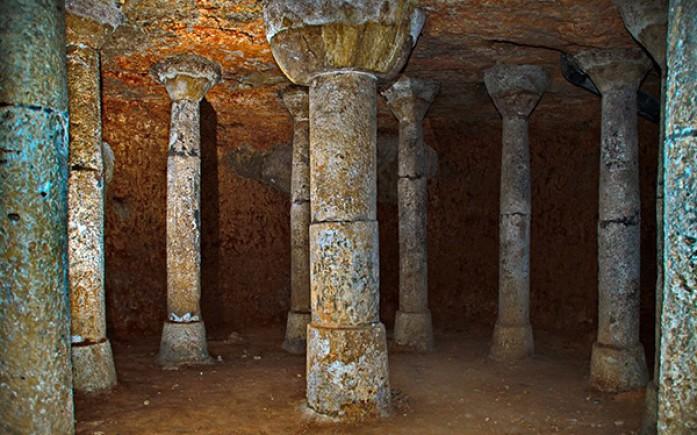 Resultado de imagen de Las columnas de la Cueva de la Yedra